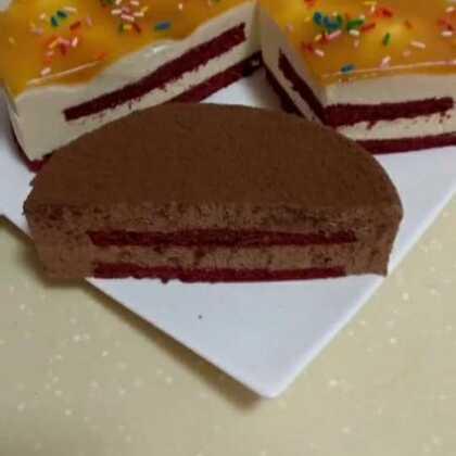 #美食##家常菜##甜品#自己做的巧克力慕斯蛋糕,和芒果慕斯蛋糕