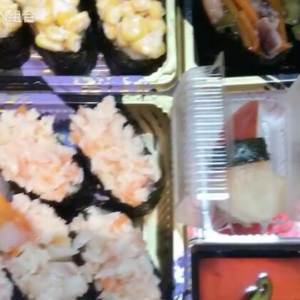 #吃秀#寿司🍣们走一波😋没错,又是我😂想看的来✌🏻完整版在Weibo