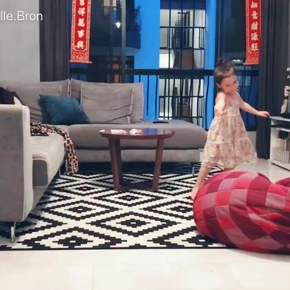 拿好你们的爆米花一起坐下来欣赏Annabelle带来的这段中文现代舞mix😝#宝宝##舞蹈#