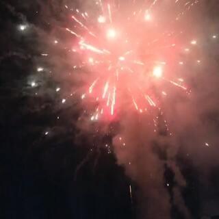 #新年快乐##年会##放烟花啦#年年前年会的烟花,一直没发出来,现在欣赏欣赏~~