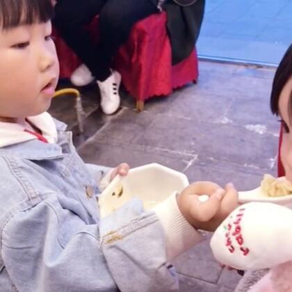 两只小可爱~😂#宝宝##咩咩##宝宝吃饭#@宝宝频道官方账号 @美拍小助手