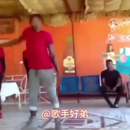 非洲哥们你能不能好好跳舞,你真以为你是杂技演员