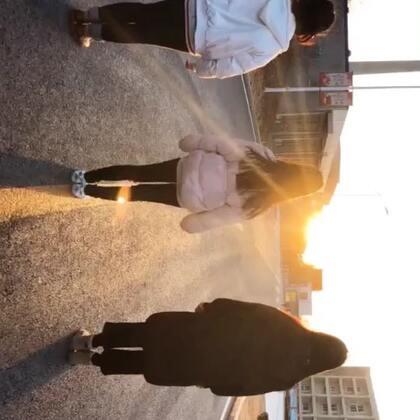 #开学第一天##精选#漫步在阳光下的校园??@美拍小助手 开学第一天