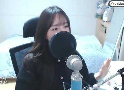 #在韩国超火的视频# MOMOLAND - BBoom BBoom翻唱版本,这个小姐姐翻唱得好好☺#音乐# 最近这个歌在韩国好火!!