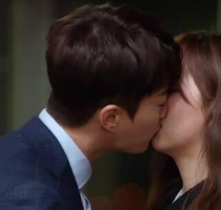 吻了又吻的池秀昊,和top star谈恋爱真的又虐又甜~ #电台罗曼史##韩剧##扑通扑通的小心跳#