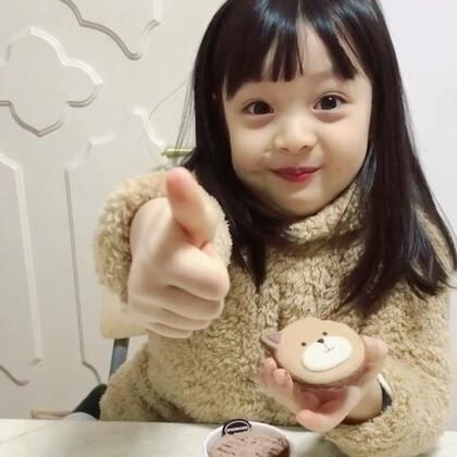 #宝宝##梨涡妹妹金在恩#小吃货在恩又来啦!在恩和妈妈的甜点时间~边吃边用表情表现出甜点的美味😋