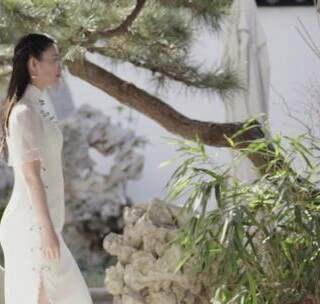 美女改行做旗袍, 设计灵感全部来自古诗词, 仅用1年就登上米兰世博会#二更视频##穿秀##我要上热门#