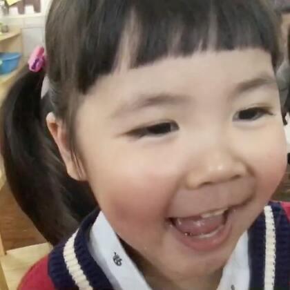 """""""妈妈,你干嘛那么早来接我,明天晚点再来!""""这是我去接Vivi放学Vivi对我说的第一句话!上学第一天,傻笑一整天!你赢了!事实证明,我假装不把Vivi上幼儿园当回事是对的!Vivi自己都觉得上幼儿园没什么!😜#宝宝##vivi3y+5m##Vivi幼儿园#"""
