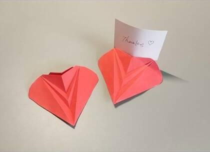 3分钟就能折的爱心立牌,简单易学,用来放一些生活便签很不错哦,BGM:恋人心,歌手:魏新雨,#手工##diy##折纸#