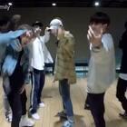 iKON 新曲《RUBBER BAND》练习室舞蹈视频公开!洋溢着满满青春少年感的康康,太帅气,表白全体!#音乐##舞蹈#