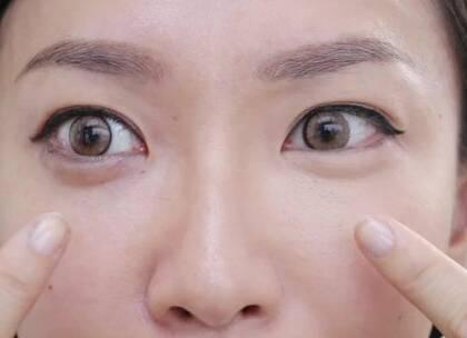 超详细眼线防晕误区&正确做法,听说这是女生的梦想~画出blingbling的精致眼妆。这么唠叨的讲解,扇贝们记得评论区交作业哦~秀出你们的大眼睛#美妆##高颜值##我要上热门#@美拍小助手