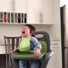 """哈哈哈哈😂😂😂...这一天天的,一看到吃的就急的哇哇哭!我也是醉了!真是""""嗷嗷待哺""""啊#宝宝#"""