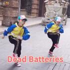 #双胎姐妹欢欢乐乐#库存(七岁二个月)成人寒假高级班集训#舞蹈#,记录一节课成果。歌名《Dead Batteries》编舞导师:羽凡