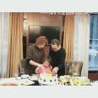 昨天是mo外婆的生日,momo给外婆挑了生日礼物和蛋糕,我们一家人吃了饭去K歌😜#momo在成都##宝宝#