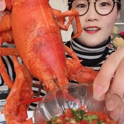 #吃秀##我要上热门##我要上热门@美拍小助手#今天啃龙虾温柔了许多☺☺这只龙虾挑的怎么样😜答应过大家要出海🚢的,就一定会出!海豚姐姐早就准备好了,不会让你们白等的!