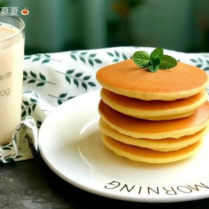 #美食#早餐来做个松饼🥞吃~再来一杯牛奶🥛就算是很完美啦!#开学营养餐#不过我早上起的比较晚🙈就直接吃午饭了❤️福利:点赞转发评论中抽2⃣️位送松饼粉!