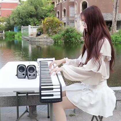 #音乐##穿秀#音格格卷琴弹奏樱花树下的约定!喜欢吗?喜欢的话关注我哦