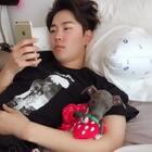 这是个Vina一直忍不住反复看的视频❤️他俩这样一起待着可爱死了😍😍#宠物##男神##中韩情侣#