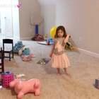 时间过的好快,布丁真的长大了,每天很自觉地整理自己房间,玩具房也基本都是她在收拾,帮妈妈照顾弟弟,有耐心有责任心的孩子,么么哒!是弟弟的好榜样!妈妈给你一个大大的赞👍#宝宝#