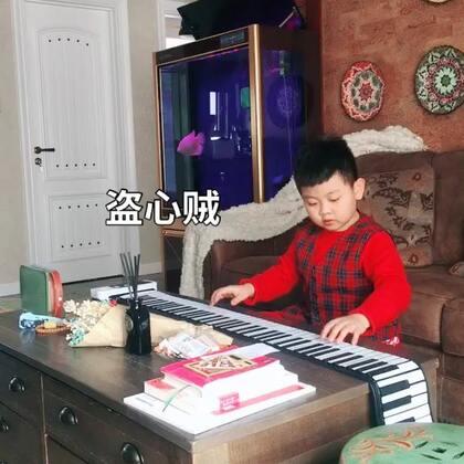 《盗心贼》,最近练琴,功课都比较忙,更新得有点慢了,希望大家一如既往地支持豆豆,💗#精选##音乐##钢琴#