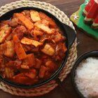 在韩餐馆里我们经常能看到的一道菜就是辣白菜炒五花肉,因为这是一道非常经典的韩式料理,不过这道菜的味道不绝对取决于厨师手艺,重要的是辣白菜的味道是不是正宗!#美食##地方美食##美食作业#