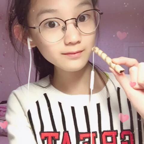 【甜心格格🍜之家有萌狗美拍】#声控吃播#这个是彩迪卷巧克力味...