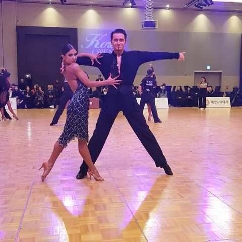 【国标学美拍】💪🏻每个舞者,身体里都住着一个...