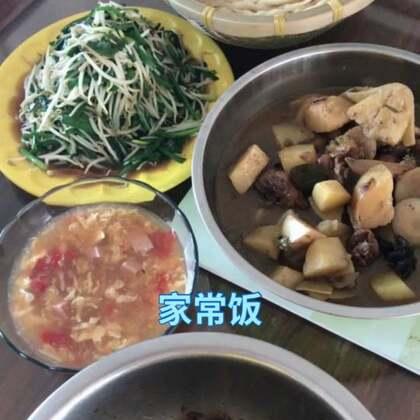 中午烙的饼。小鸡炖土豆西红柿鸡蛋汤#吃秀##热门##上热门#