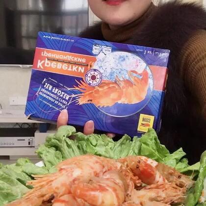 #吃秀##我要上热门##我要上热门@美拍小助手#北极火龙虾,吃之前先允吸一下虾🦐肉的鲜甜,然后在嚼,籽粒滑滑的,百吃不厌😍😍😍原装进口2斤装的,大概50-70只吧👉👉👉👉👉https://item.taobao.com/item.htm?id=565265518411