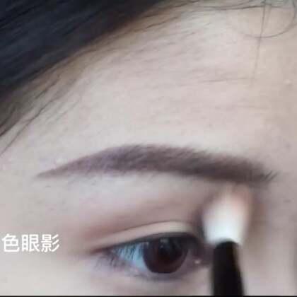 要让眼睛显得更立体!这一步上眼影的步骤很重要!#美妆##眼妆##日常化妆技巧#