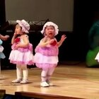 一段跳舞的视频热传,宝宝可怜又无助,但哭着也要跳完!😂