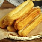 #罐头小厨#一根金黄酥脆的油条配上一碗浓郁的豆浆,让你从困成狗瞬间抽离。#美食##我要上热门#