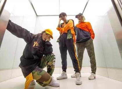 @byybyybyyyy 坐个电梯干嘛都这么帅!@嘉禾舞社国贸店#舞蹈##嘉禾舞社#