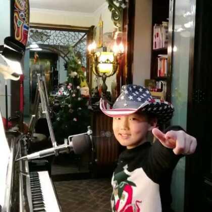 《远走高飞》🛫🛩✈️🚀🛫弹唱,送给@超哥🏠豆豆君 姐姐,谢谢您的支持与转发👍👍👍🌹🌹🌹同时送给大家!#钢琴##音乐##校园#@美拍小助手