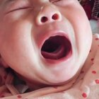 没人哄?瞄一眼,继续!😂😂😂#精选##宝宝##搞笑#