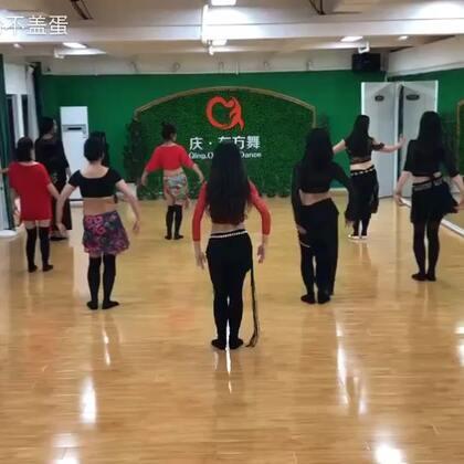 #舞蹈##肚皮舞#新学的舞蹈 ,这是第五节课 我表情好尬呀!😂
