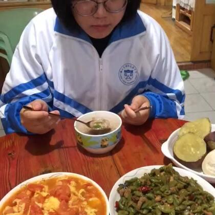 #吃秀##潇岩的早餐#早上好!诶嘛,这个豆角炒的太好吃了!哈哈