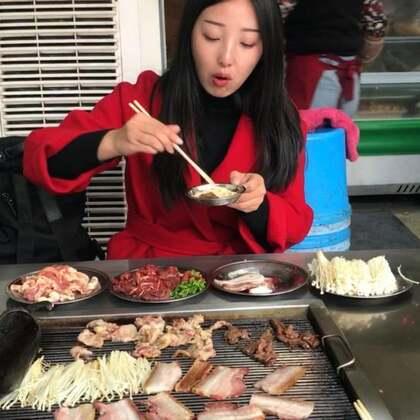 #吃秀#泸沽湖摩梭火焰烤肉,淡季这家生意都很好,在大落水村@美拍小助手