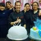 教学员做蛋糕,零基础,学了几天,包括烘焙,支持一下他们吧\#美食##蛋糕#