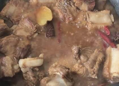 #美食# 排骨这样做,有星级大厨的味道,爱吃排骨的有福了 💘
