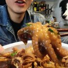 「八爪鱼炖鸡爪」本来是想做肉蟹煲的,后来发现螃蟹卖完了!😂那就临时发挥吧,味道绝了!保证吃了不后悔!👻#美食##热门#