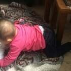 #宝宝##精选##荷兰混血小小志&柒#每天都在进步一点点,等屁股翘起来熟练后,就可以更好的爬行啦!小柒公主加油哦!