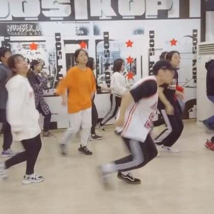 跳舞这件事就是要一群人跳才则劲,一点都不会累,可以再嗨三天三夜!💃关注微信公众号Dos-Hop加入狂欢阵营