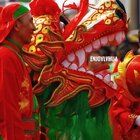 二月二,龙抬头,妈妈的生日!奔着密云白石岩村的鱼肉春饼,刚好赶上了村里的舞龙、扭秧歌、踩高跷,特别热闹!在村儿里才能感受到过节的气氛~附近的黑山寺村有很多禅意的民宿,特别推荐!祝福祝福🎂🎉💋❤️#二月二龙抬头##北京##带着美拍去旅行#