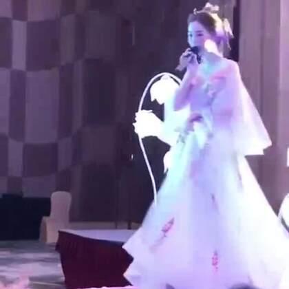 现在的新娘唱歌都这么厉害吗?一开口惊艳全场宾客😍