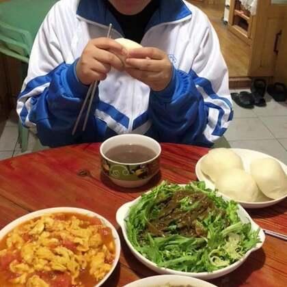 #吃秀##潇岩的早餐#早上好!有爸爸的视频赞都多。哼( ´◔ ‸◔')