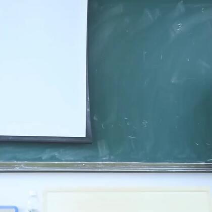 因体育课换成数学课,心怀不满的学生联合整蛊老师#搞笑##校园#@美拍小助手