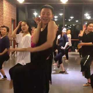 爱性格的sara的美拍:简单好学的一个舞蹈,希望女生o白羊座型舞蹈图片