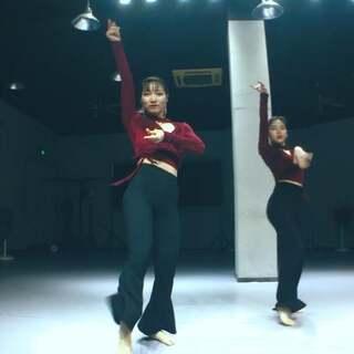 这是一条巨美的推送,快来和8姐一起欣赏两位老师的绝美舞姿吧💗💗💗#南京1758爵士舞街舞#@Sky阿朵❤️1758shero @戴萍_1758Pink #Teamwork#联合编舞授课#美拍小助手##美拍小助手我要上热门#