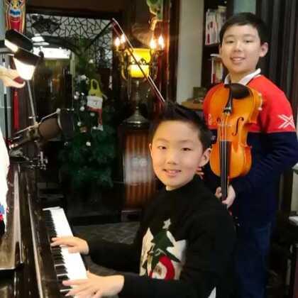《月亮河》🌙moon river.✨世界名曲,送给@军城🍴🍻 叔叔,谢谢您的鼎力转发。👍👍👍🌹🌹🌹同时也送给大家。👏🙏❤️#钢琴##音乐##美拍小助手#